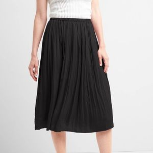 GAP black pleated skirt NWT